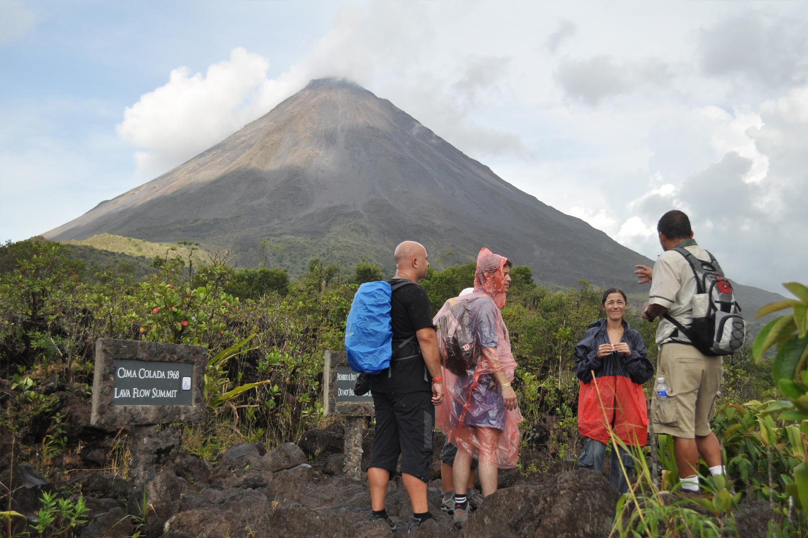 Arenal volcano hiking tour with hot springs costa rica scuba hiking arenal volcano kristyandbryce Gallery